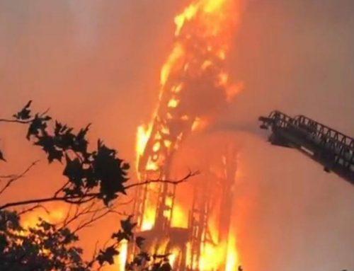 Iglesia de la Asunción sufre ataque incendiario: Bomberos combate fuego descontrolado