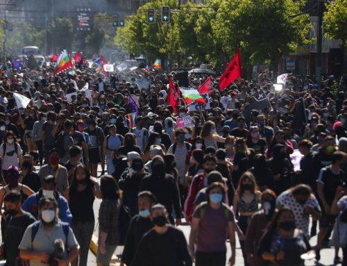 Carabineros cifra en mil los asistentes a marcha en Valparaíso: se mantienen reunidos en plaza Victoria