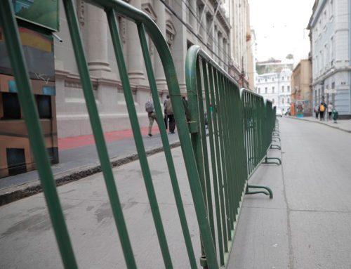 Habilitan una vía de vehículos de calle Prat para su uso peatonal en Valparaíso
